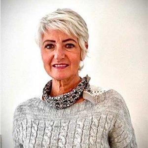 Dr Caroline DEBACKER